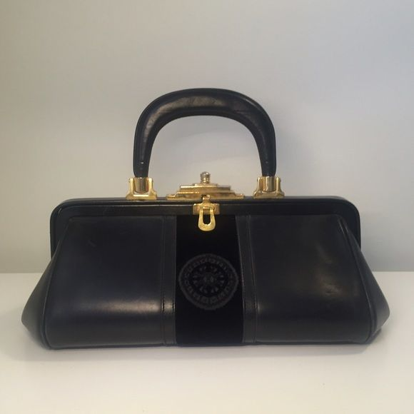 Spotted while shopping on Poshmark   VINTAGE  Roberta di Camerino   Bagonghi  Bag!  poshmark  fashion  shopping  style  Roberta di Camerino   Handbags 6db1994408