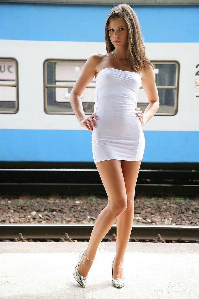 a1269a184 Chicas con vestidos cortos blancos – Los vestidos de noche son ...