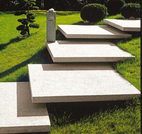 Frei schwebende treppen aus xxl betonsteinen sind ein - Weihnachtsdekoration aussen xxl ...