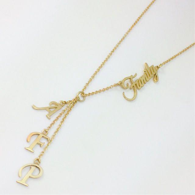 81250b51e001 Family Necklace Cadena de plata 1000  con baño de oro de 24k con iniciales.   family  gift  necklace  monogram  goldfilled  madeinecuador  zocoshop