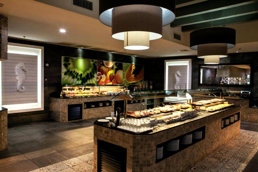 Caribbean buffet at Riu Palace St Martin - Hotel in Saint Martin ...