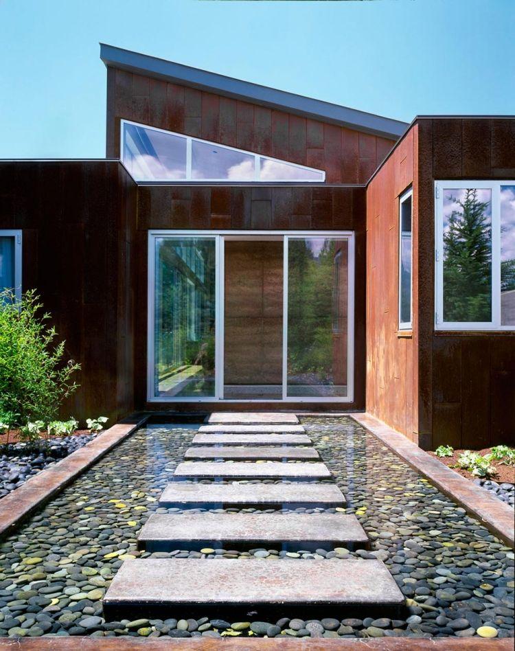 Wasserspiele Im Garten  Wasser Flusssteine Haus Terrassentueren Cortenstahl