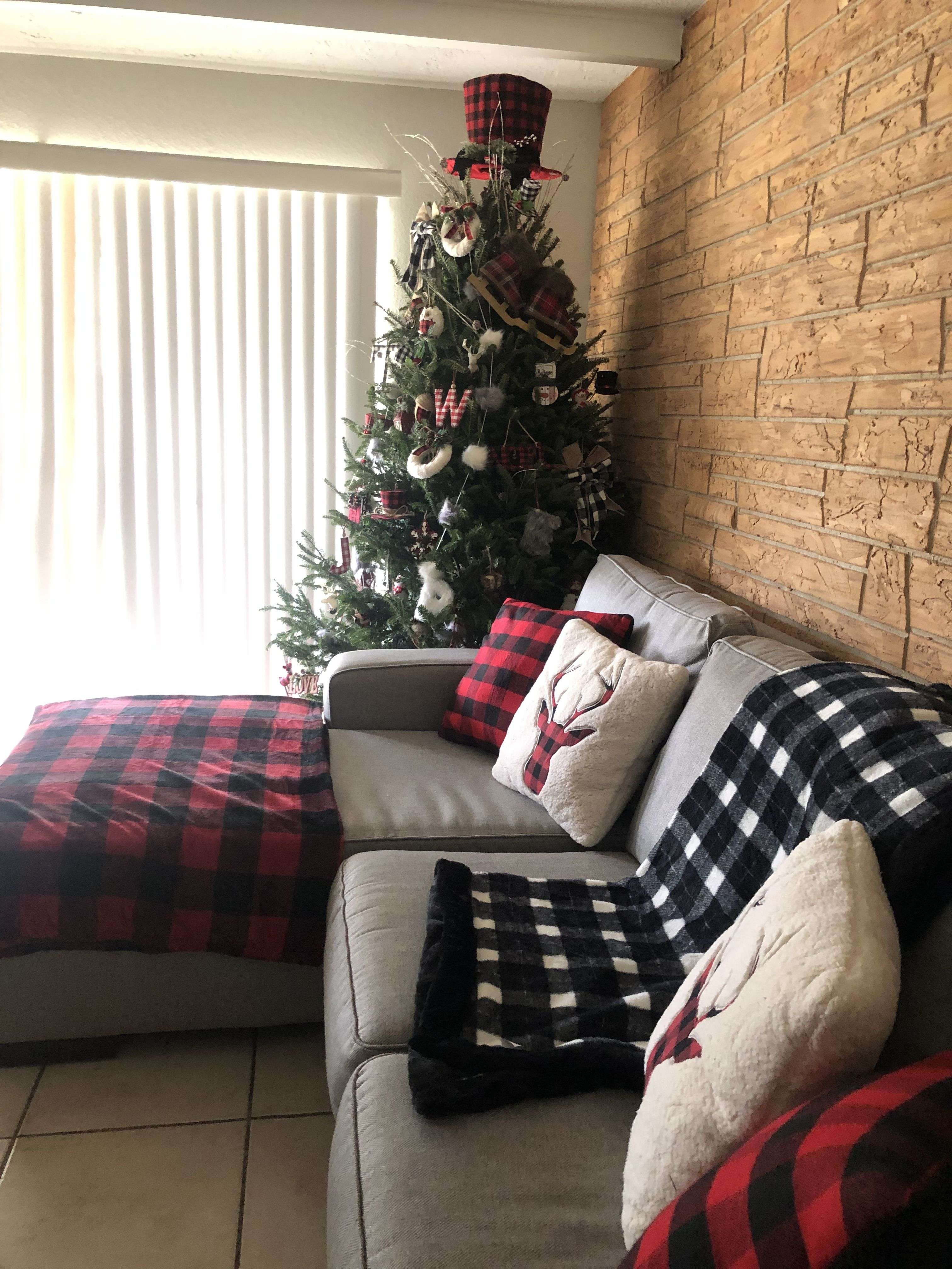 Buffalo Check Plaid Red And Black White And Black Country Style Christmas Tree Living Room Decoration Fo Living Room Decor Holiday Decor Christmas Tree #red #buffalo #plaid #living #room