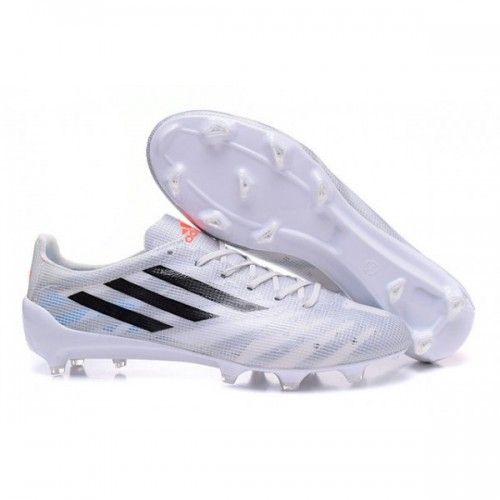 huge discount e4e80 da71f Conéue pour souligner la vitesse de tes foulées, cette chaussure de football  adidas f50 trx fg hommes domine le terrain avec ses couleurs lumineuses et  son ...