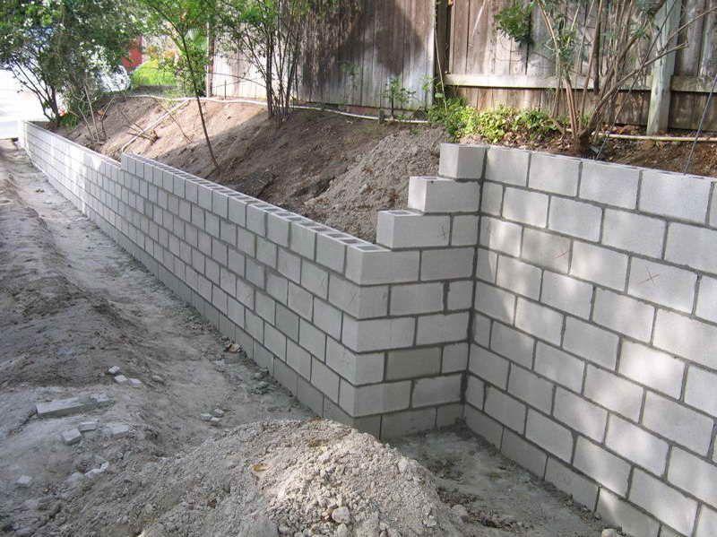 Concrete Block Garden Wall In 2020 Cinder Block Garden Wall Concrete Block Retaining Wall Concrete Retaining Walls