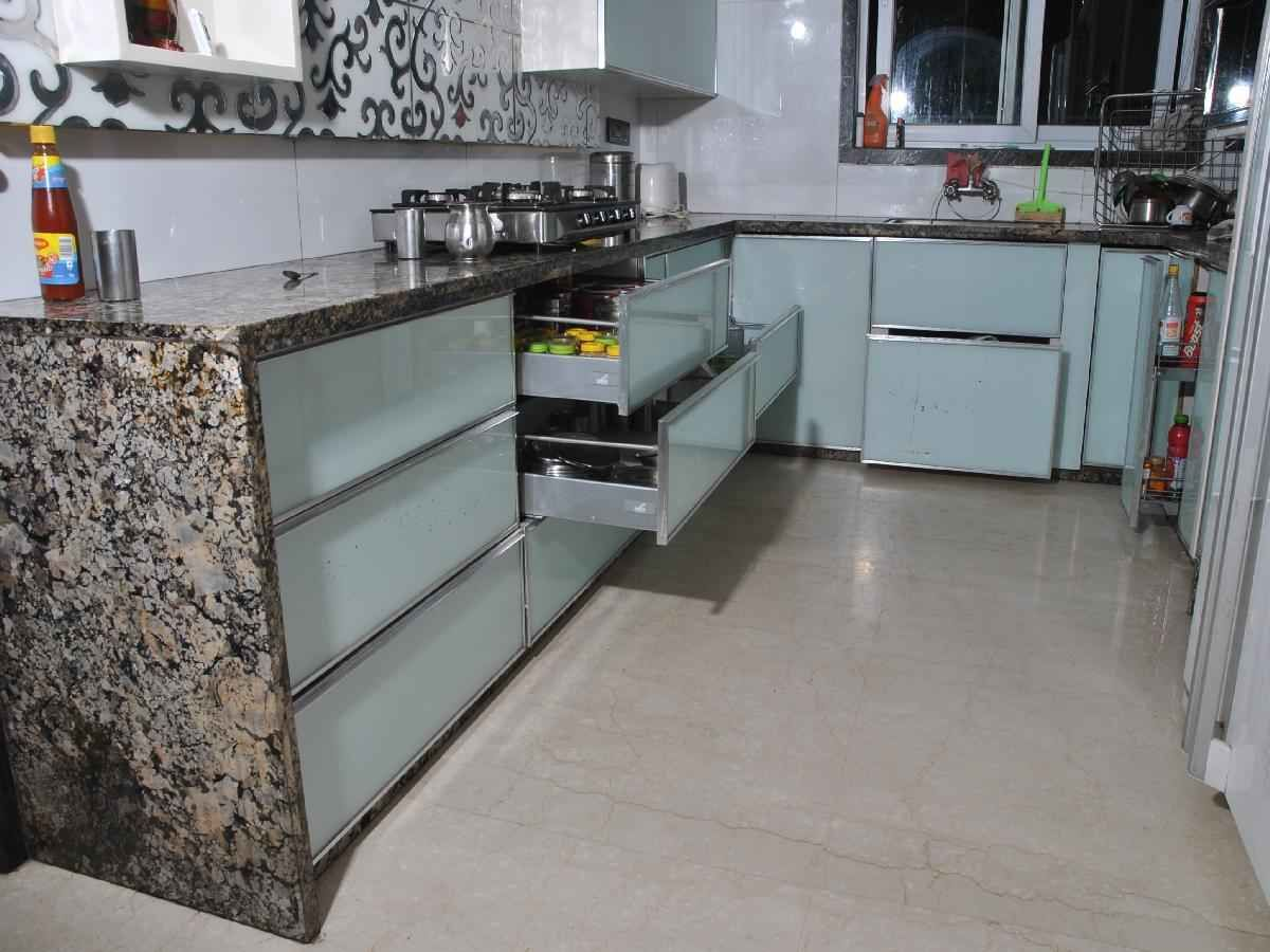 large kitchen with porcelain floor, design by 999 interiors