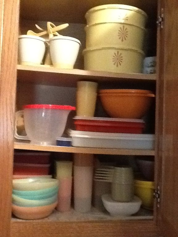 Vintage Tupperware It S Like Looking Into My Mother S Cupboard Way Back When Vintage Tupperware Tupperware Vintage Dishes
