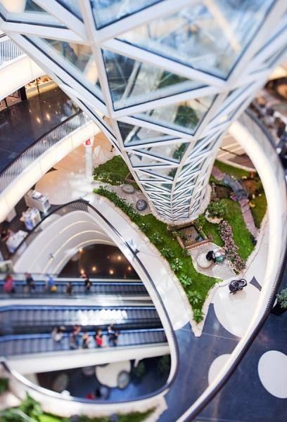 RENE SPALEK - Myzeil Shopping Center Frankfurt - Picture Of The Day - ONE EYELAND  2013-09-01