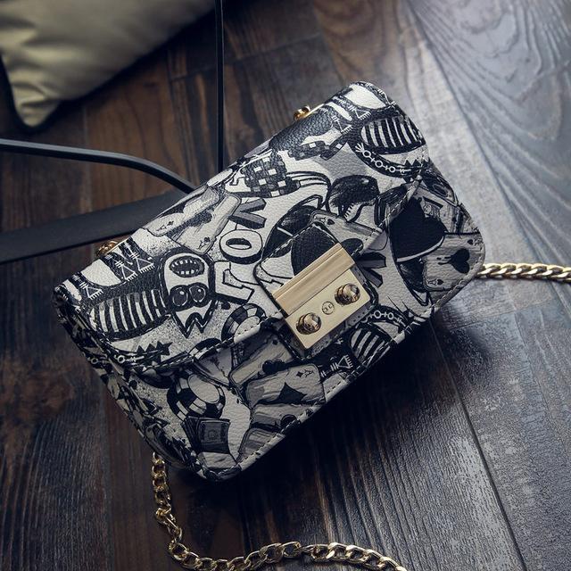 Ladies Golden Chain Casual Bag New Fashion Messenger Shoulder Bag.