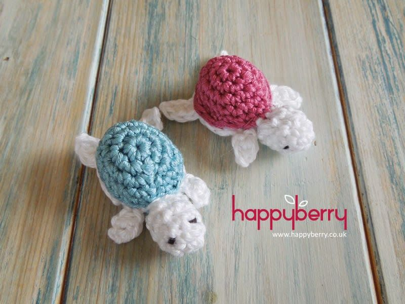 Free Amigurumi Sea Turtle Pattern : Crochet baby turtles with this pattern and video tutorial by happy