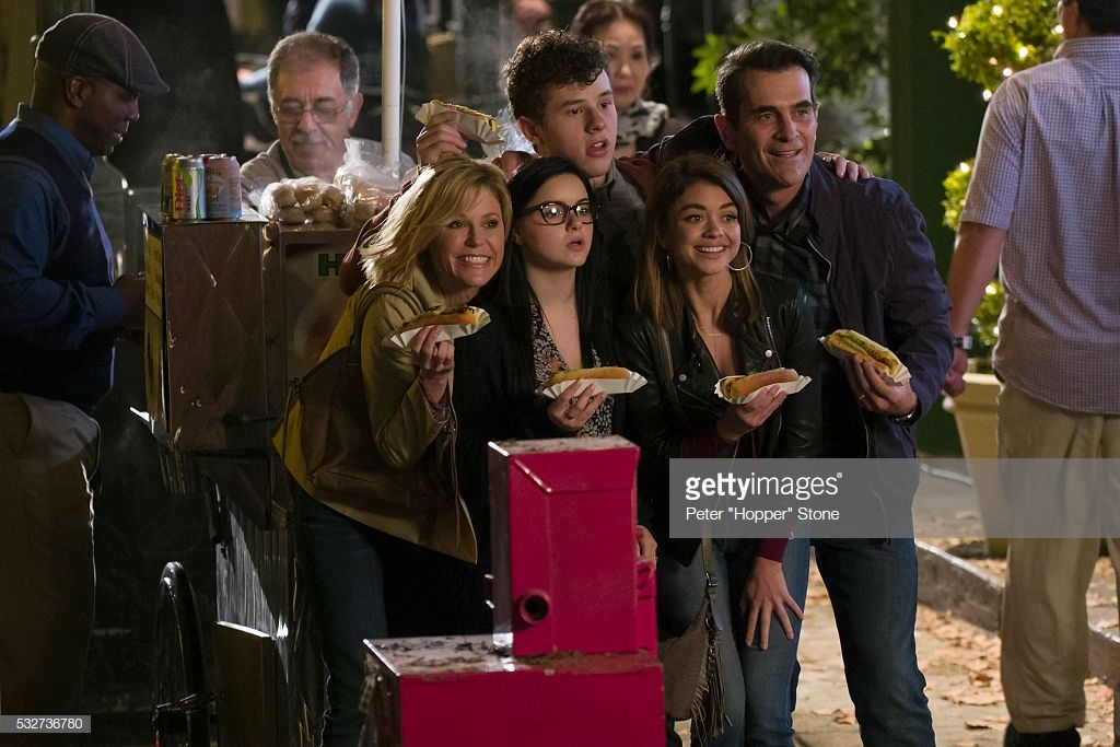 Pin by Gaby Montes on Modern family Modern family, New