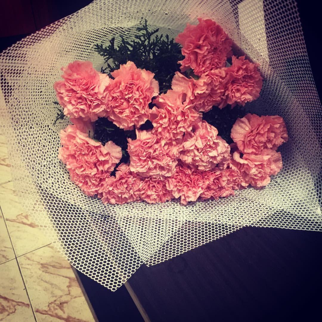 Pink Carnations Flower Bouquet Delivered To Standard Chartered Bank