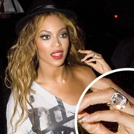 engagement of picture beyonce wedding ring 2 - Beyonce Wedding Ring