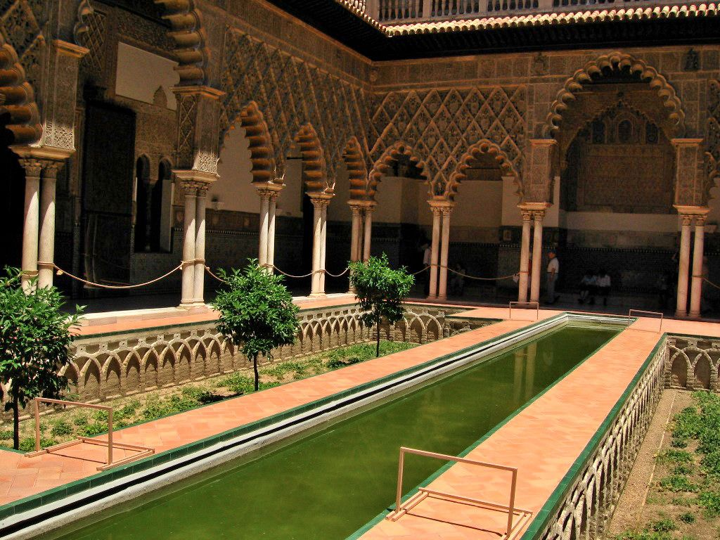 Patio of maidens - the palace of the Kings of Seville has the ...