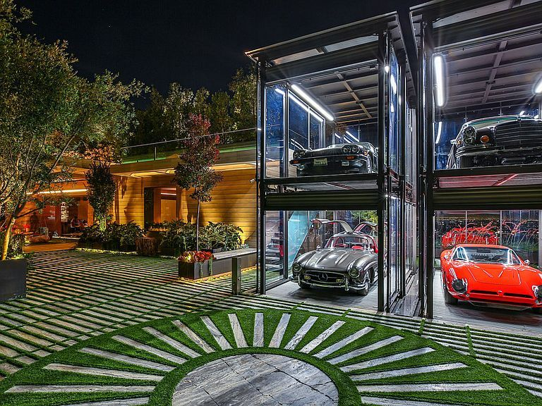 The Best Of The Best Ultimate Dream Car Garages Showcasing Millionaire Car Collections Garage House Luxury Garage Dream Garage