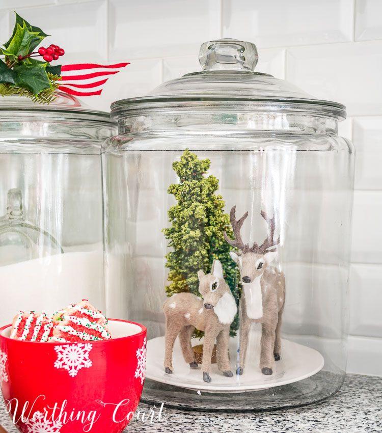 A Very Merry Farmhouse Christmas Kitchen | Worthin