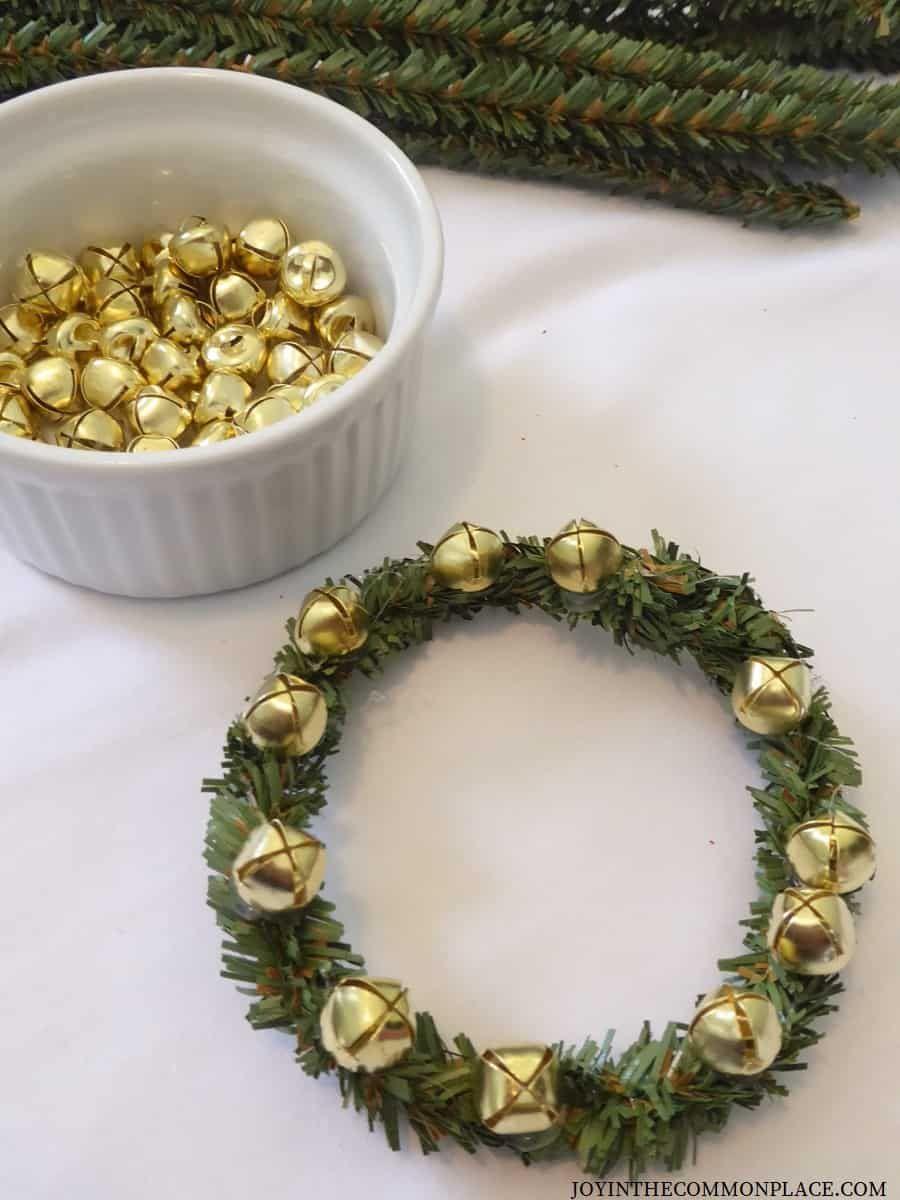 Diy Mini Christmas Wreath Ideas For Kids With Images Christmas Activities For Kids Easy Kids Christmas Easy Christmas Diy