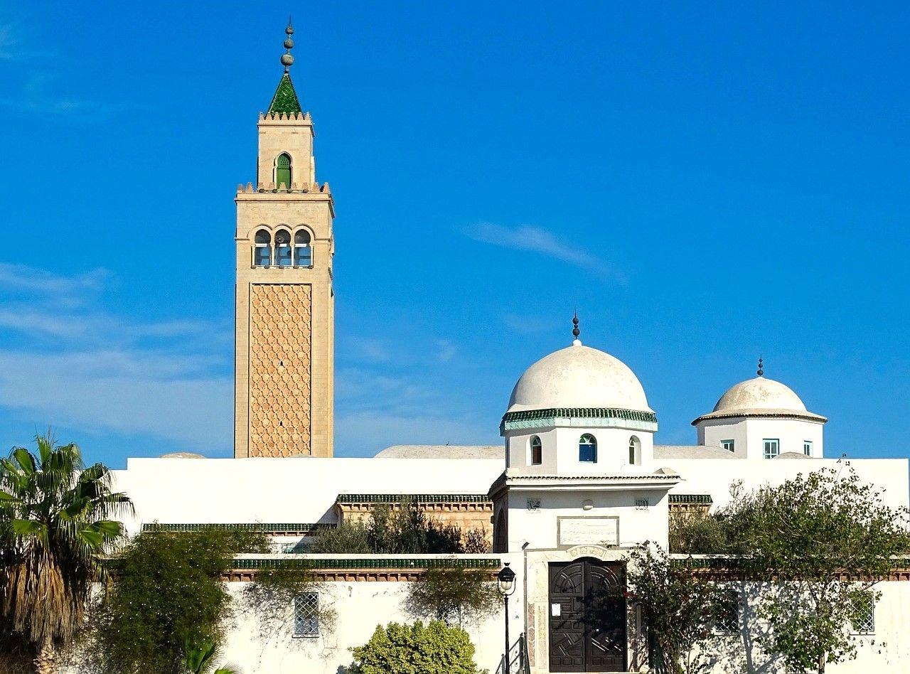 ندعوك لجولة سياحية مثيرة في تونس الآن Tunis Ferry Building San Francisco Architecture