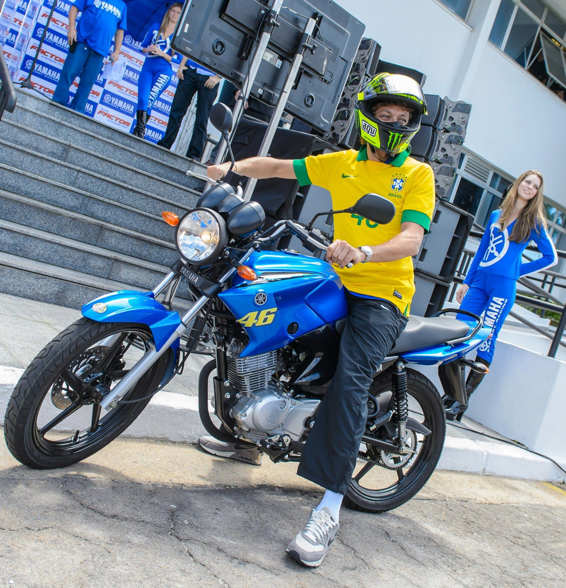 Image For Valentino Rossi And The Beautiful Brazilian