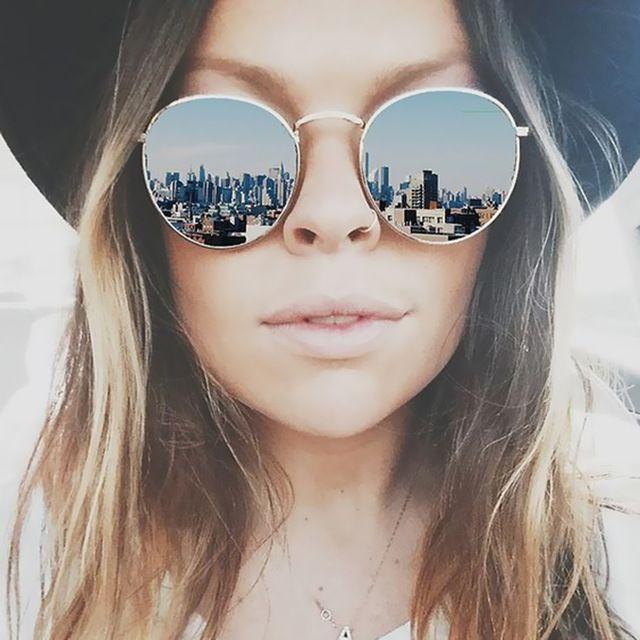 d2b3881cca9b7 Clássico Espelho Redondo Do Vintage Designer de Marca Óculos De Sol Do  Metal Lady Círculo Retro UV400 Mulheres Ou Homens Óculos de Sol Raios  Vitória