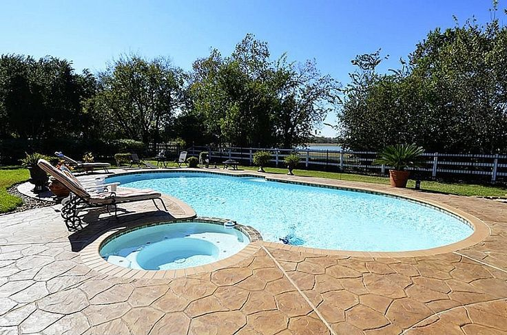 Kidney Shaped Pool With Adjoining Spa In A Country Setting Fantasy Backyard Pool Kidney Shaped Pool Swimming Pools