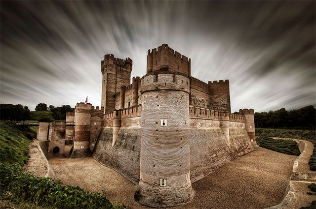 Castillo de la Mota, Valladolid, Spain. Photo by Ariasgonzalo