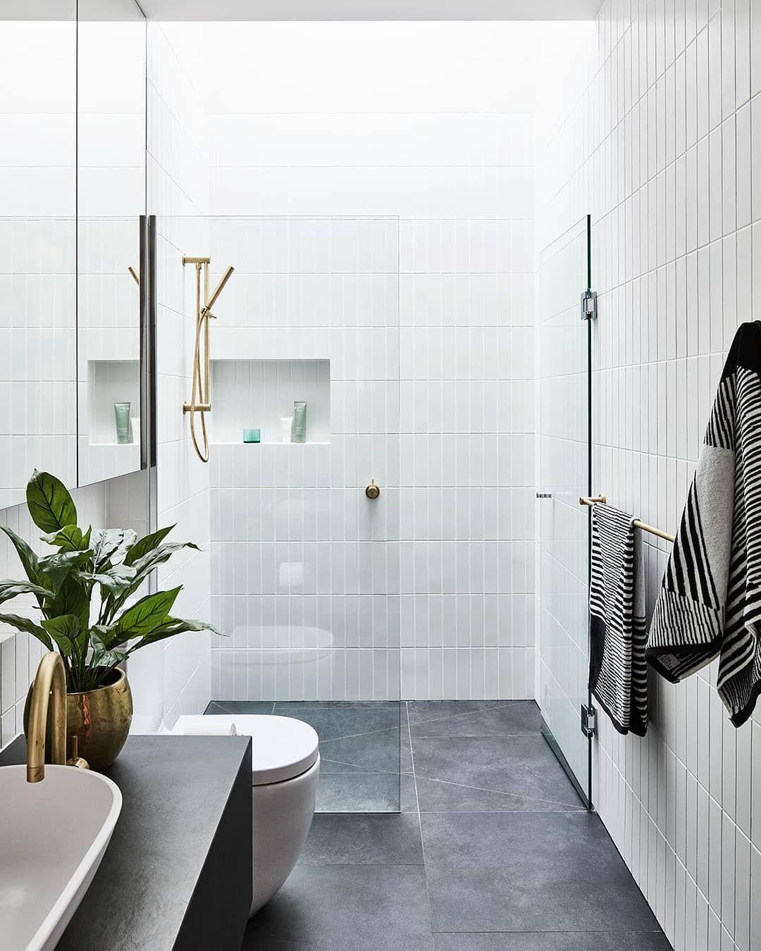 """Photo of Reece Bathrooms auf Instagram: """"Machen Sie Ihren engen Raum mit einem praktischen Design und einem intelligenten Layout härter. Dieses Badezimmer bietet alle Notwendigkeiten eines modernen… """""""