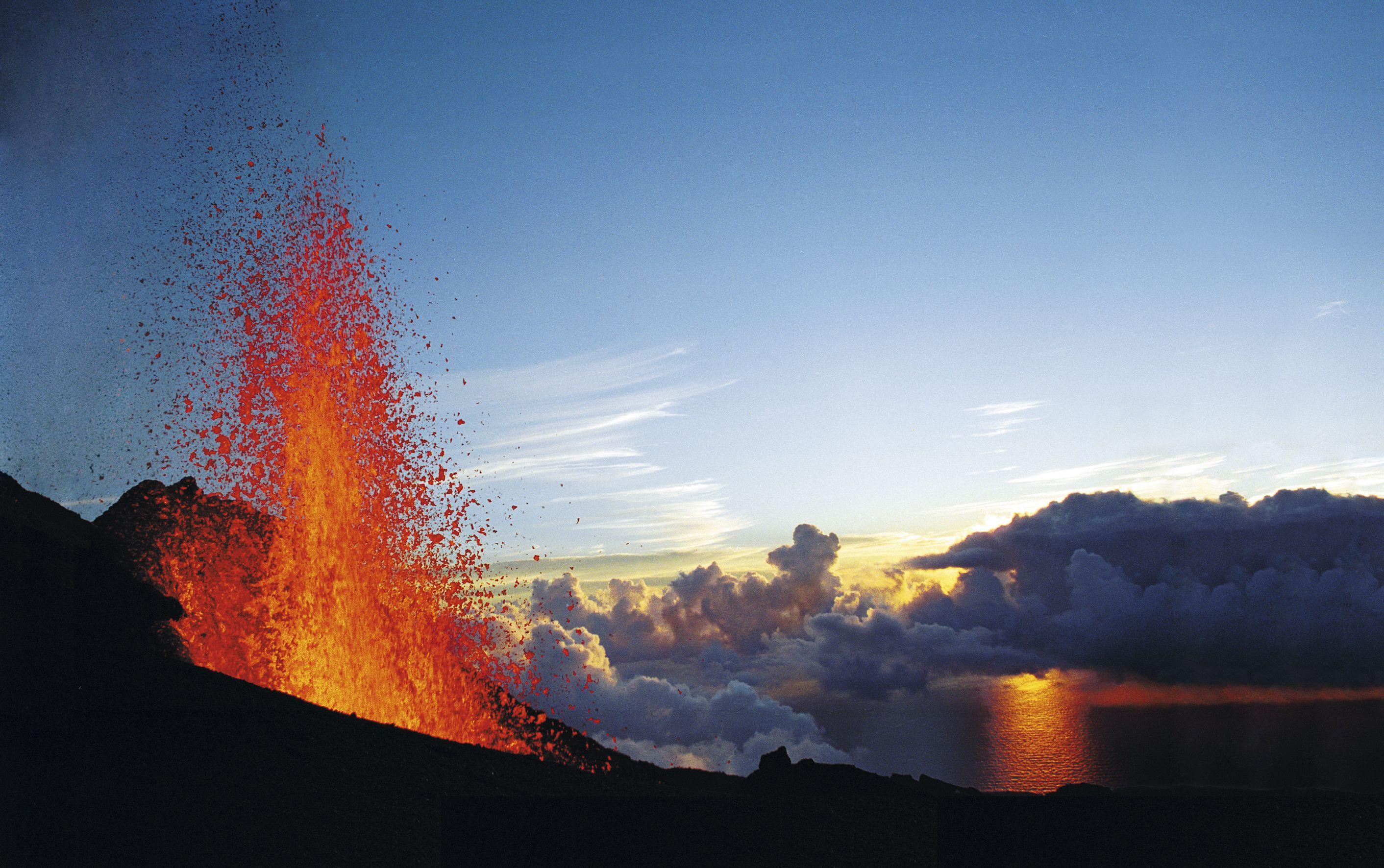Nice Photo Of An Eruption On La Piton De La Fournaise At Sunset Reunion Island Most Beautiful Beaches Sea Kayaking