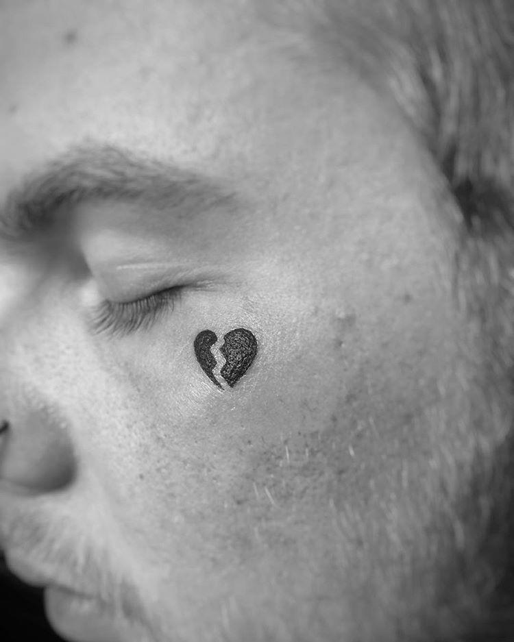 Unusual Stuff Facetattoo Tattoo Tattooed Hearttattoo Brokenheart Brokenhearttattoo Blackwork In Small Face Tattoos Broken Heart Tattoo Unusual Tattoo