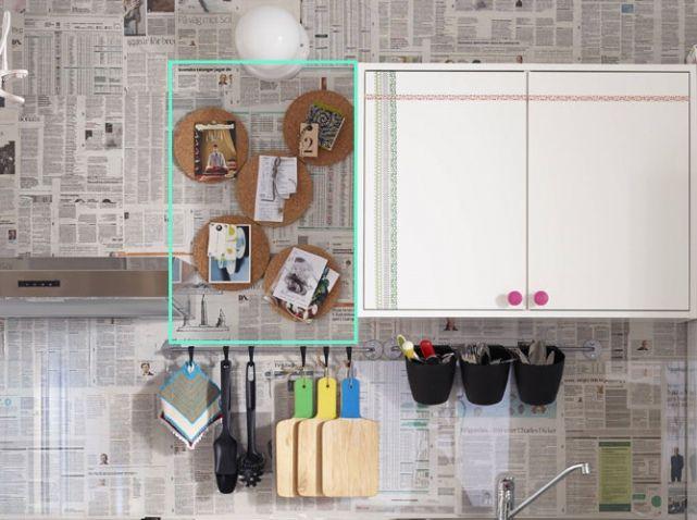 Papier peint journal mur cuisine Diy Pinterest - comment accrocher un meuble de cuisine au mur