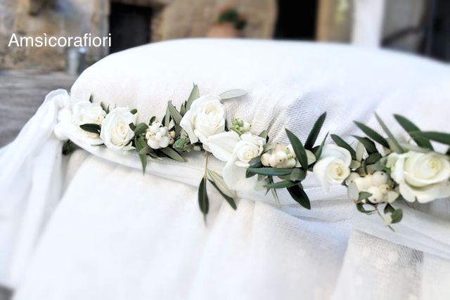 Amsicora - sedute sposi con decorazioni floreali per matrimonio in chiesa Cattedrale di Trani (Puglia)