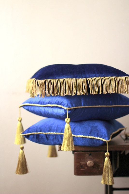 Royal Blue Velvet 14 With Tassel And Piping Stand Pillow