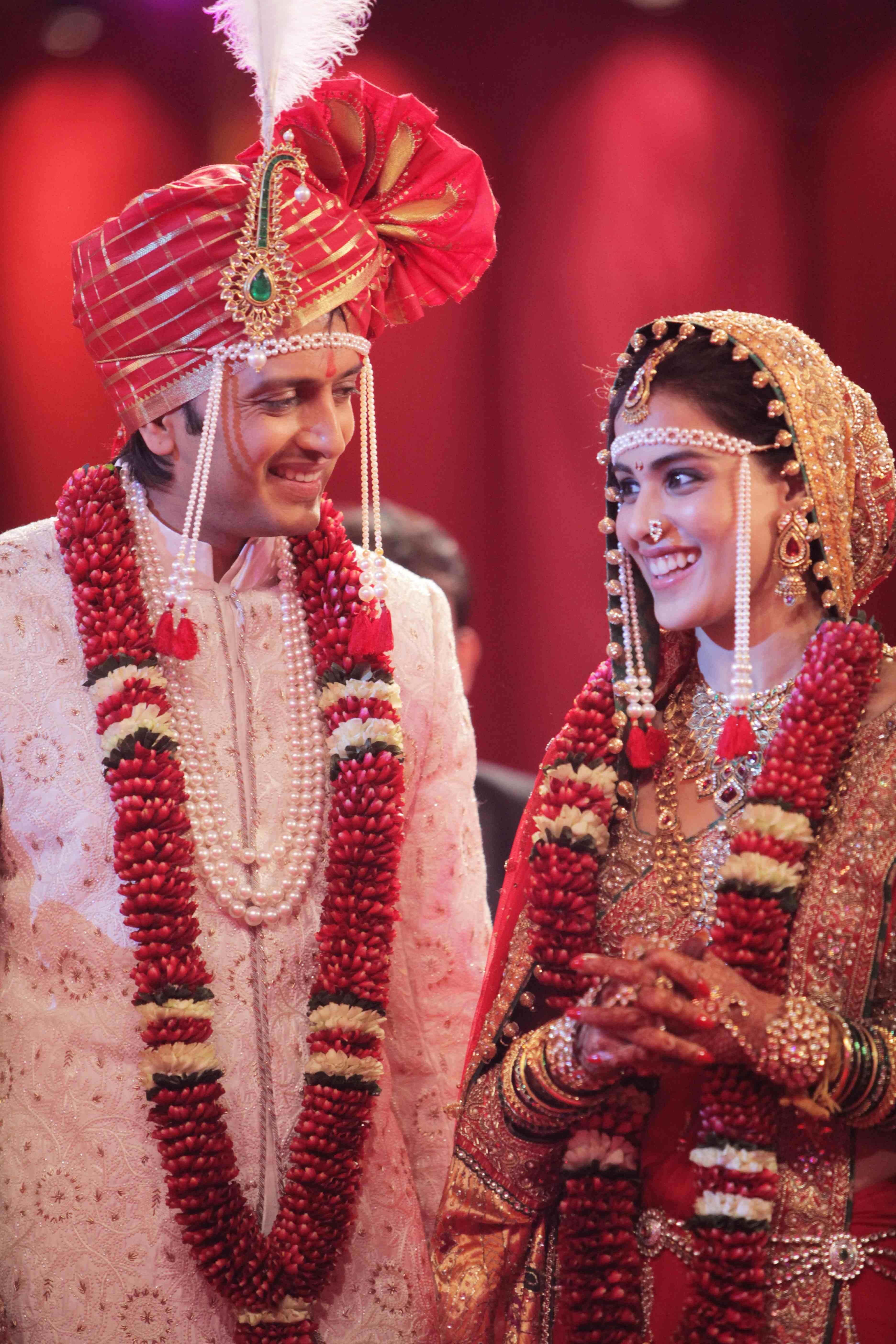 Ritesh Deshmukh & Genelia Desouza in their wedding dresses. | film ...