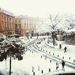 3.02.15 : Toulouse sous la neige . Louez une voiture, vélos, poussettes, appareil photo ...