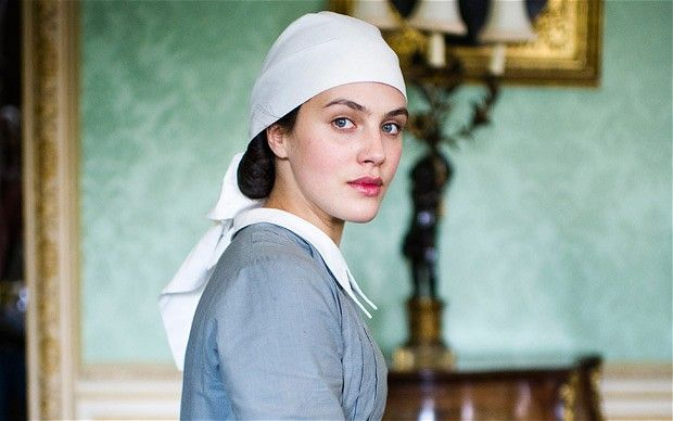 Downton Abbey Star Jessica Brown Findlay Gets Married in a