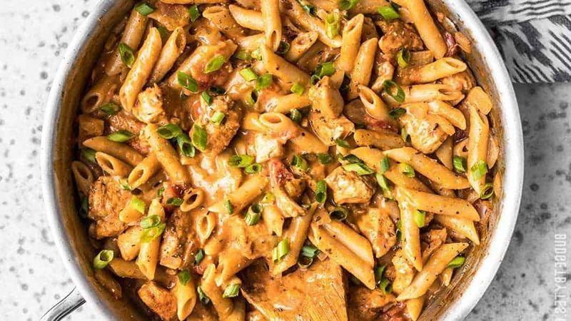 جر بي معنا اليوم طريقة تحضير باستا الكاجون الكريمية من الأكلات الأمريكية الشهيرة Cajun Chicken Pasta Creamy Chicken Alfredo Recipes Cajun Chicken Pasta Recipes