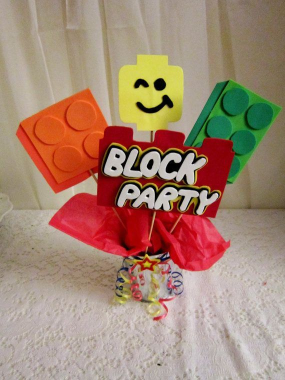 Tying lego-like balloons to this and hanging them as décor from the fireplace/other places would be cool & centro de mesa | Birthday Lego | Pinterest | Lego Fiesta lego and ...