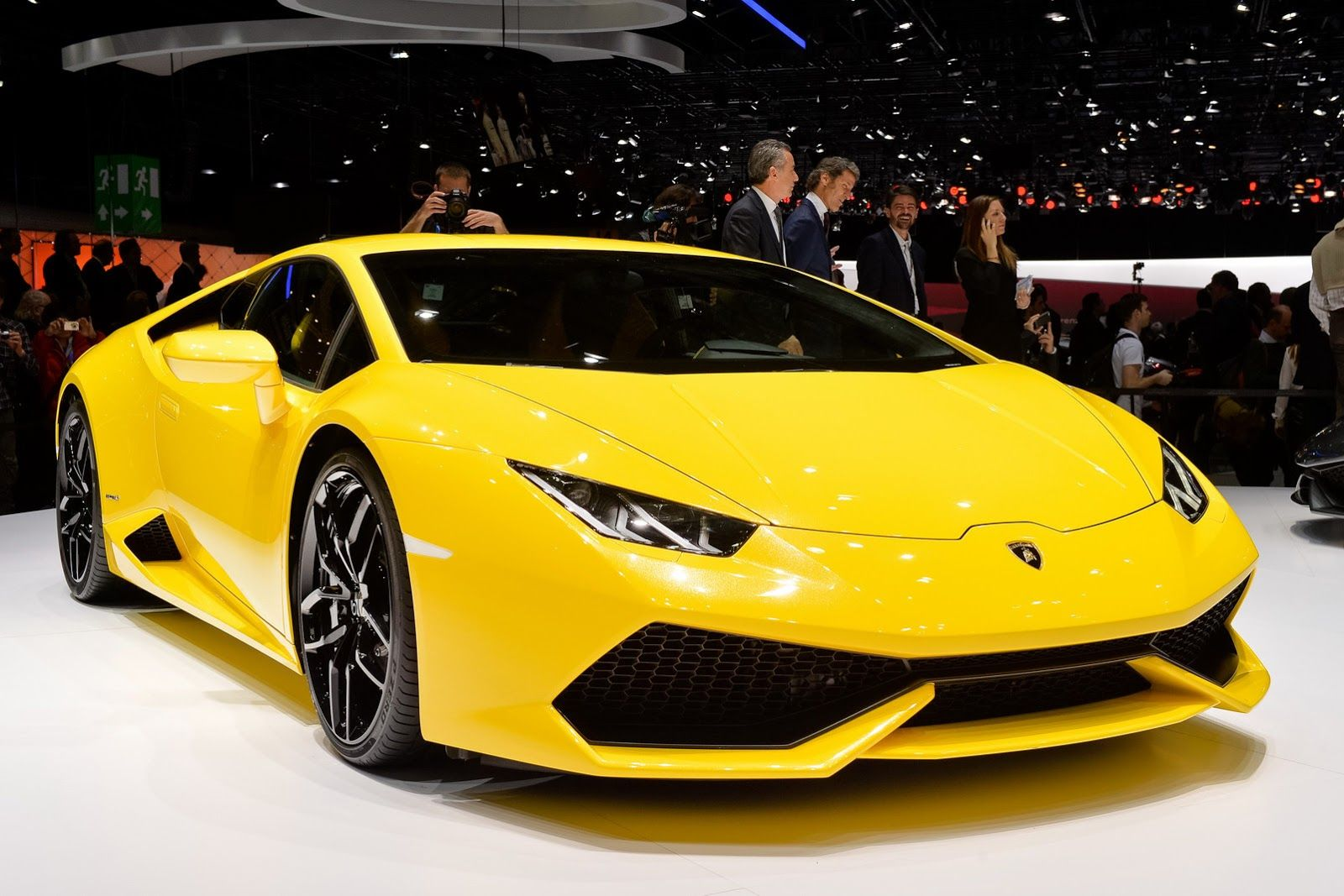 Lamborghini Makes Its Huracan Lp610 4 Official In Geneva 48 Photos Videos Carscoops Lamborghini Huracan Sports Cars Lamborghini 2015 Lamborghini Huracan