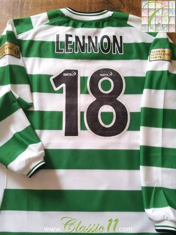 900f343ef Relive Neil Lennon s 2001 2002 Scottish Premier League season with this  original Umbro Celtic home long sleeve football shirt.