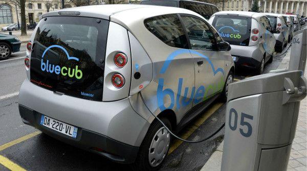 Auto elettriche: aggiungi cobalto e le batterie durano 7 volte di più http://www.sapereweb.it/auto-elettriche-aggiungi-cobalto-e-le-batterie-durano-7-volte-di-piu/  (Foto: AFP)  Sappiamo che tutte le auto elettriche utilizzano batterie agli ioni di litio, ma sappiamo anche che proprio le batterie sono un collo di bottiglia da allargare per arrivare a una maggiore diffusione di questi veicoli. La ricerca scientifica è quindi impegnata su questo tema,...
