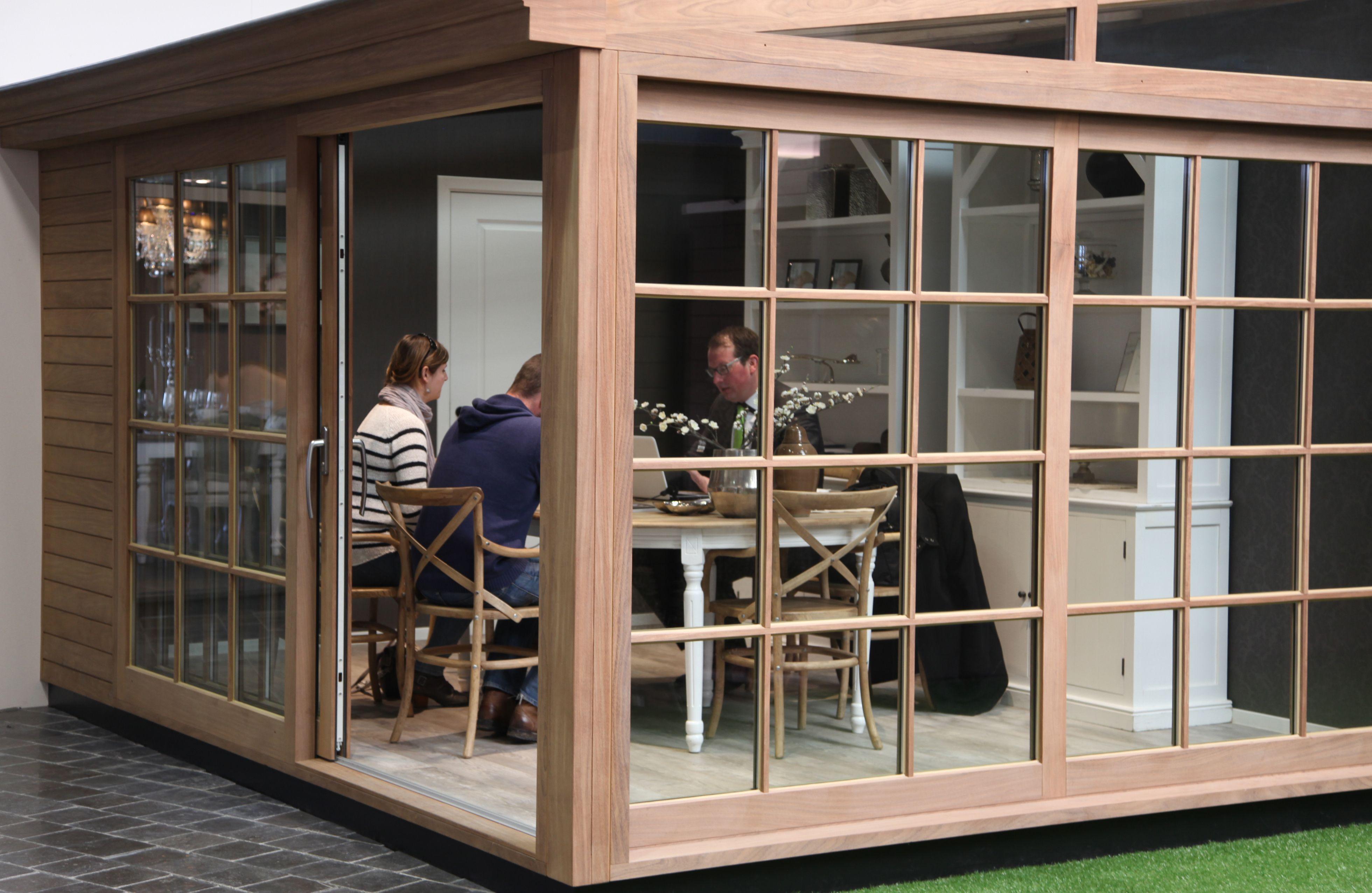 Abri Veranda Pour Spa houten veranda met kleinhouten ramen - véranda en bois avec