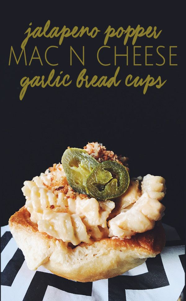 jalapeno popper mac n cheese garlic bread cups recipe - a super fun appetizer idea!