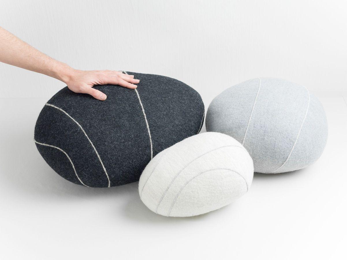 lot de 3 coussins livingstones sur fubiz for spootnik un ensemble surr aliste de tr s belle. Black Bedroom Furniture Sets. Home Design Ideas