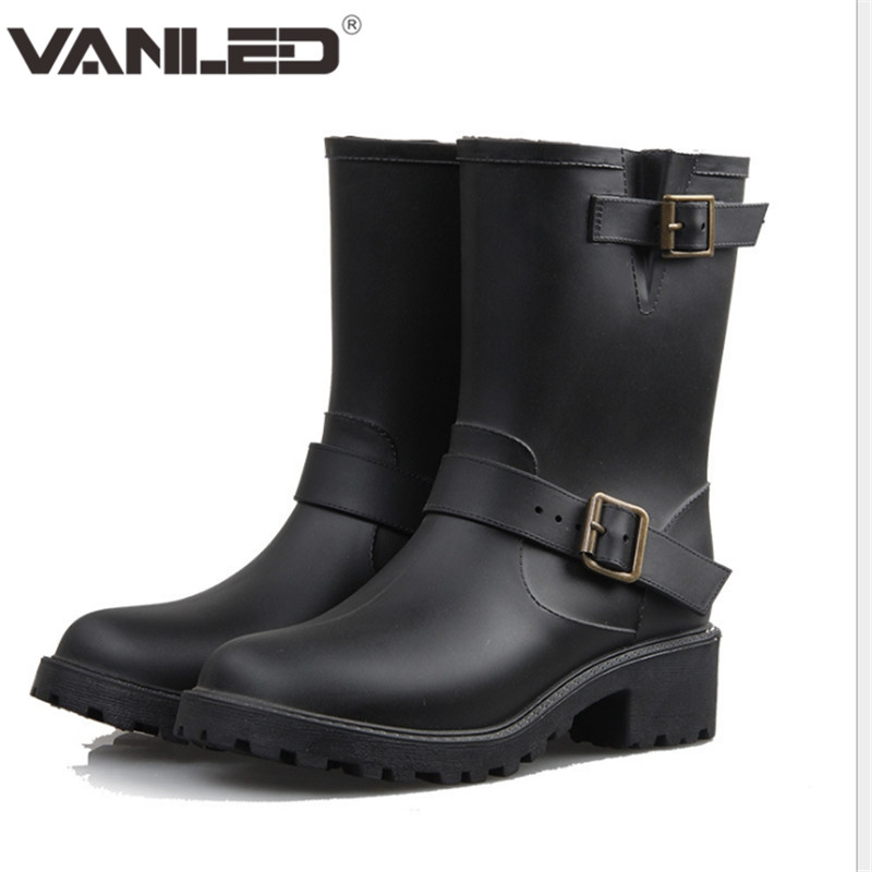 37.02$  Watch now - http://alitig.shopchina.info/go.php?t=32788696959 - 2017 New Shoes Woman Rain Boots Waterproof Double Barrel Martin Boots Mid-calf Boots Waterproof Rubber Women Rain Boots Casual  37.02$ #buymethat