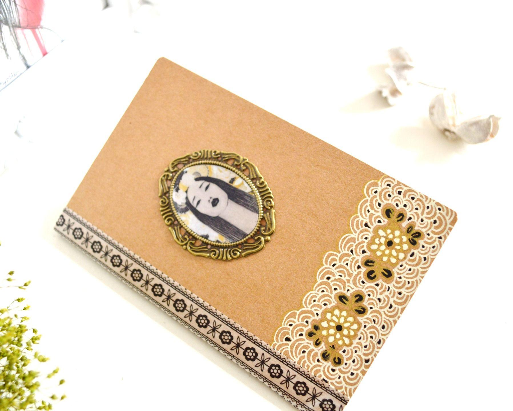Carnet Kraft de style japonais, illustré geisha et motifs washi noirs, dorés et blancs peints à la main. : Carnets, agendas par mes-tites-lilis