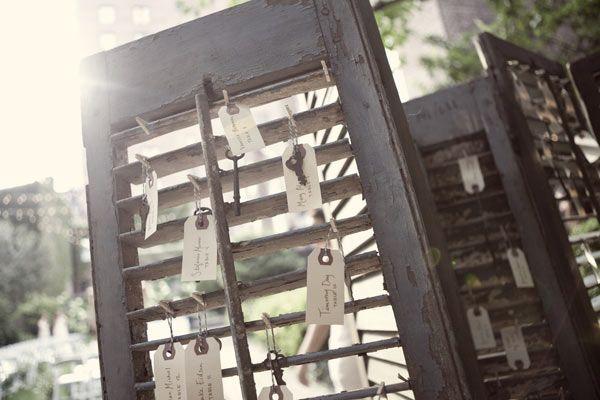 Handcrafted Wedding idea   - use old shutters to hang escort cards.vintage. old shutters. persianas antiguas. decoration. decoración