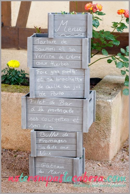 Detalles de tu menú de #boda sobre cajas de madera #decoracion #catering #invitados #novios #events #eventos #degustacion #wedding