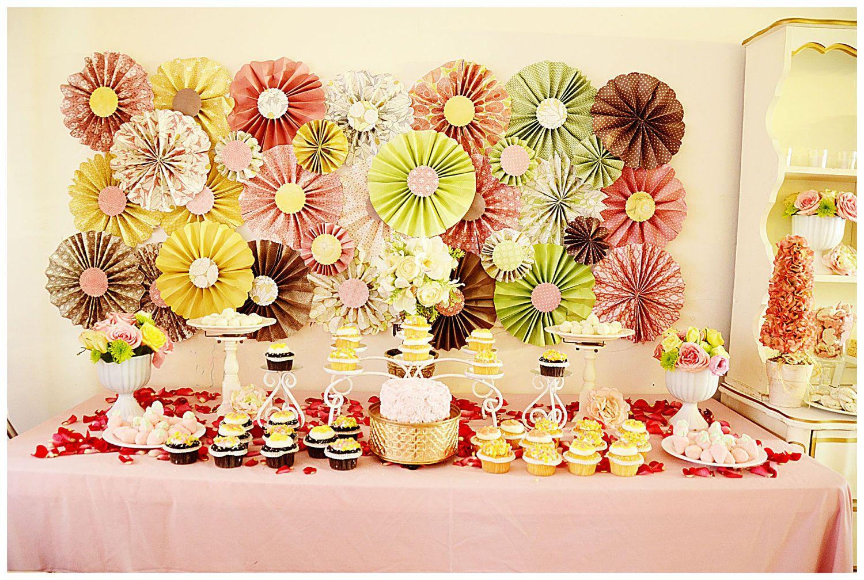 Paper Wheel Fan Flowers Background / Backdrop in Weddings, Center ...