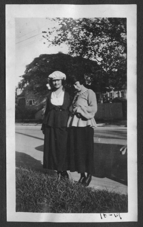 Women near the Rice Institute campus, standing curbside, 1919