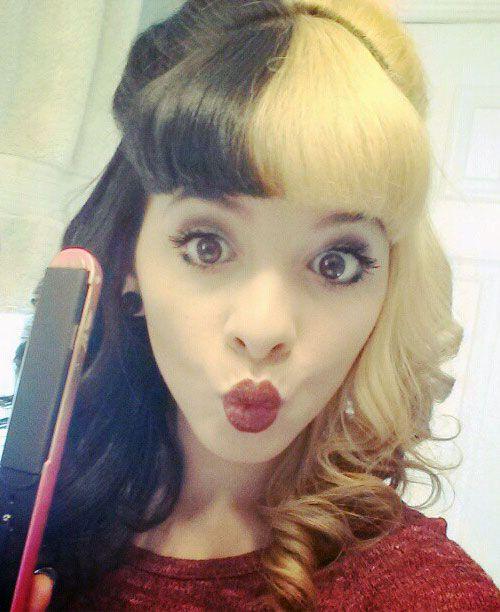 Split Hair Colors Black Blonde Blunt Bangs Barrel Curls Cute Hairstyle Melanie Martinez Split Dyed Hair Blonde Hair Images